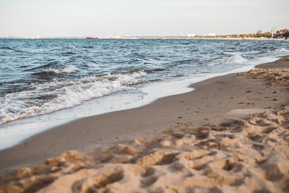 sesja narzeczenska na plazy w sopocie 23