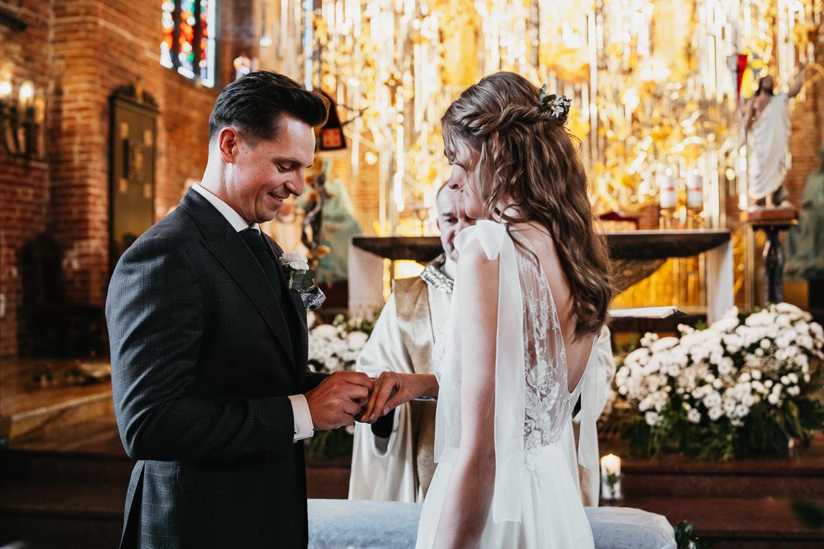 rustykalne wesele w zielonej bramie