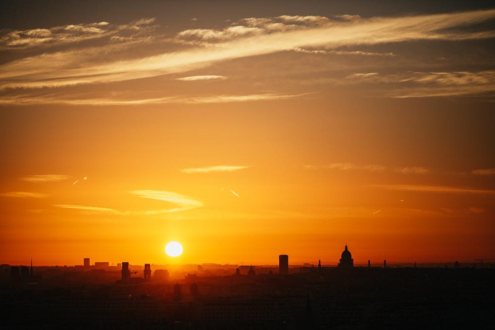 115 115 04 44 Sunrise in Paris
