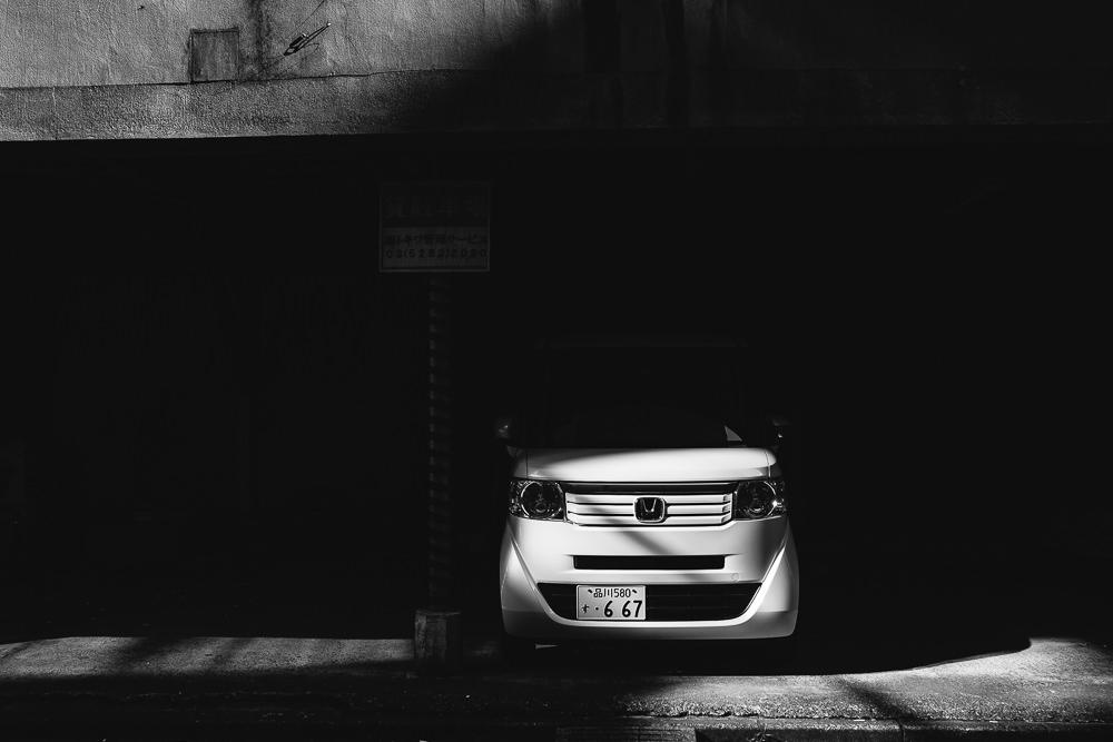 127 127 16 48 White Car